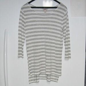 High/Low Top-Gray & White Stripe-3/4 Sleeves-Sz L